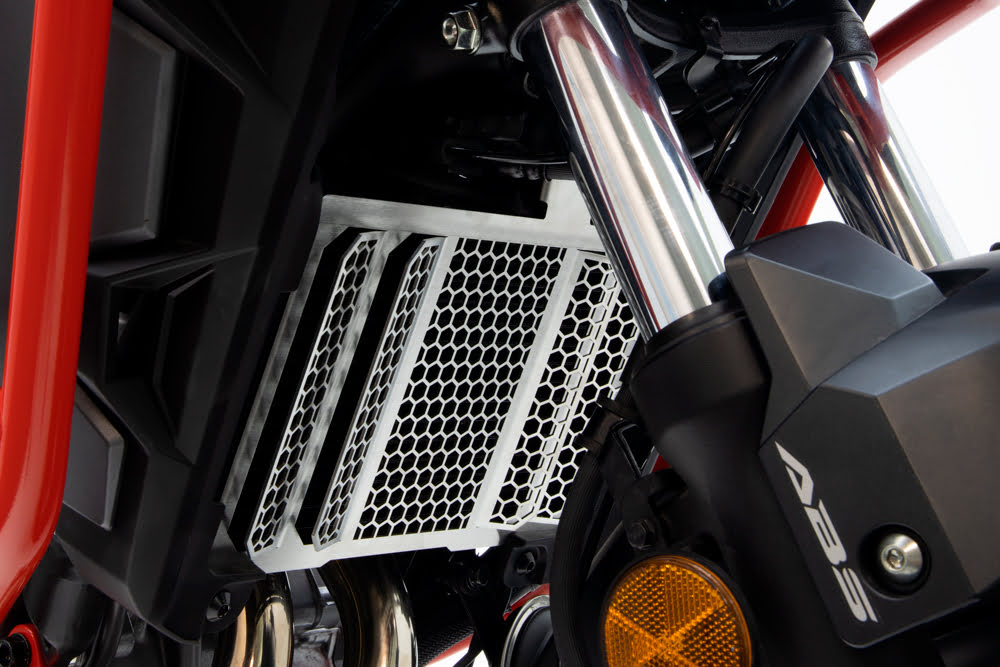 Trail Radiator Protection Grids - 2CP22700570014.JPG